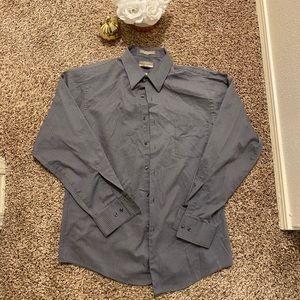 3 for $10🍁🍁 Van Heusen button shirt